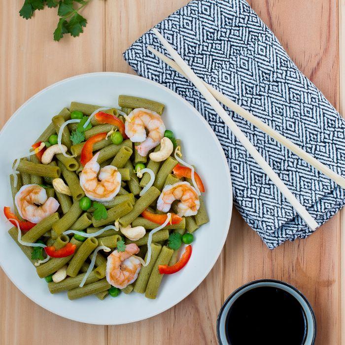 Wok de rigatoni, crevettes et légumes