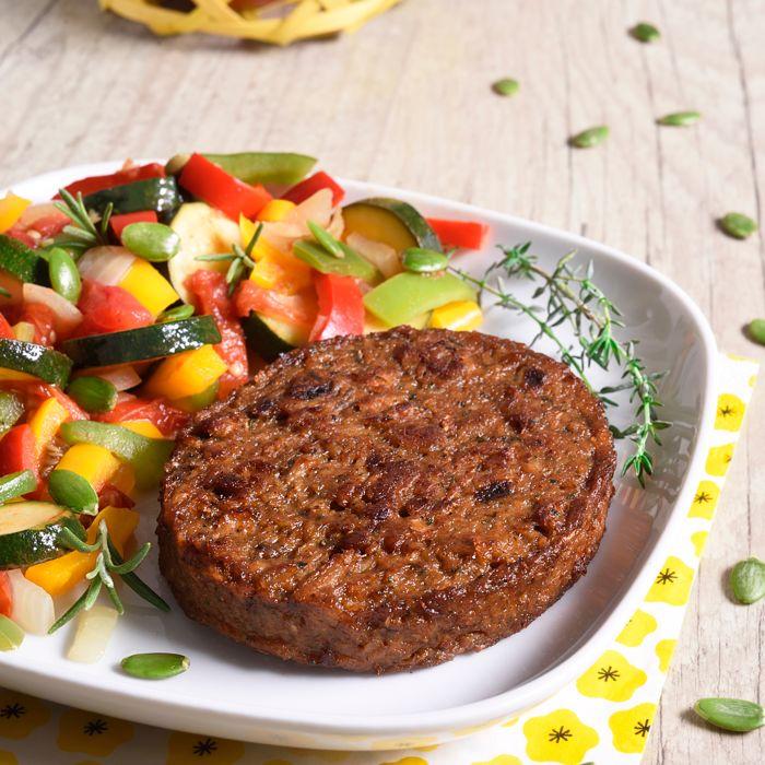 Steak Végétal aux fines herbes et sa Poêlée aux Légumes du soleil