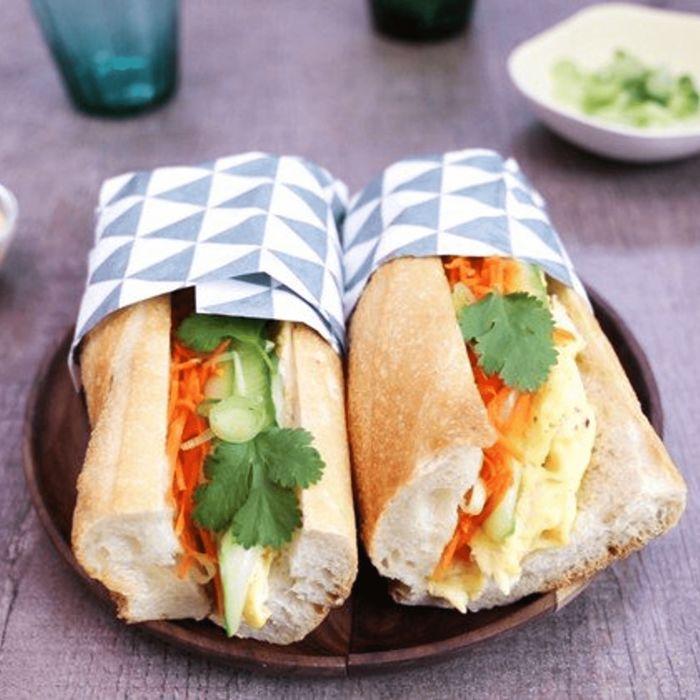 Bánh mì aux carottes râpées et au concombre
