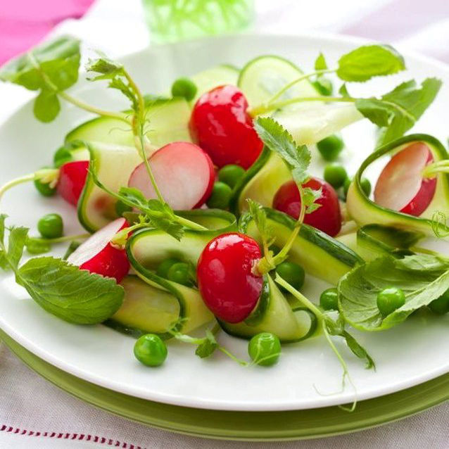 Salade fraîche d'été aux Petits Pois, Courgettes et Radis