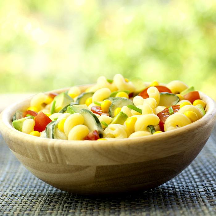 Salade de pâtes, maïs et concombres