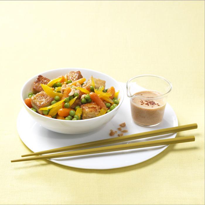 Wok de légumes et tofu, sauce saté