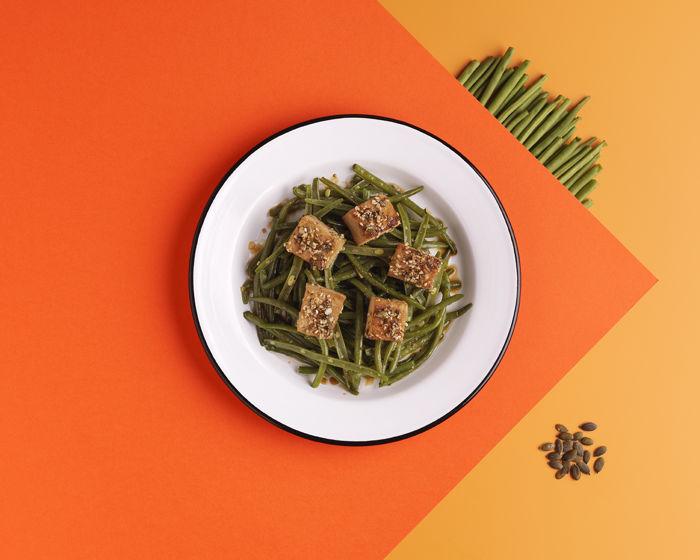 Salade de haricots verts au tofu, graines de courge et sésame