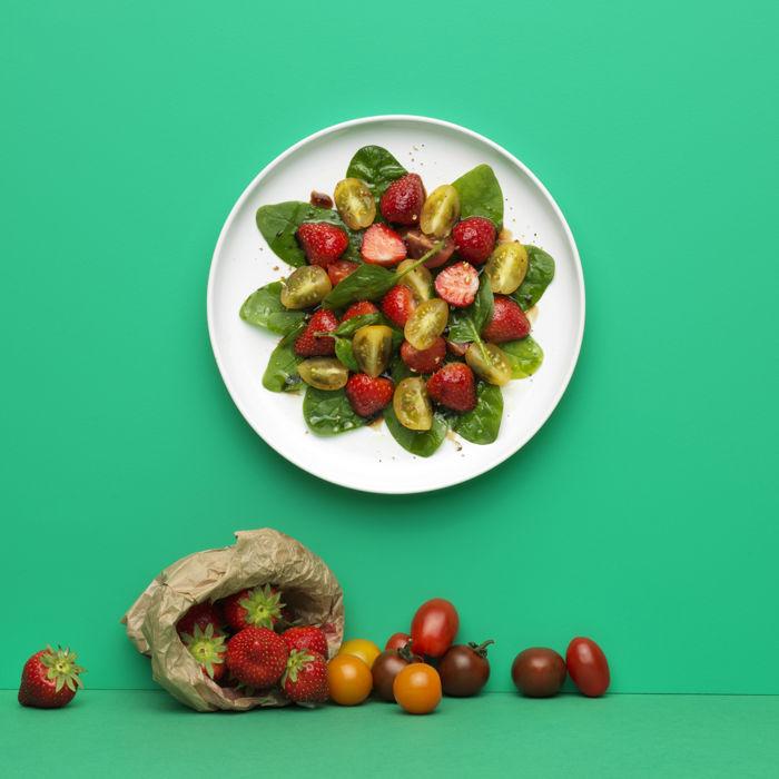 Salade d'épinards, tomates et fraises